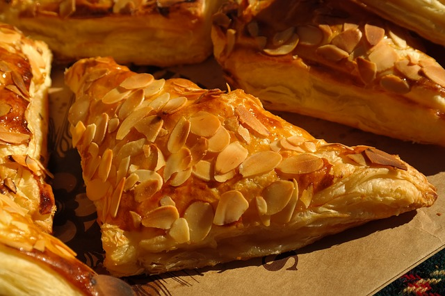 romantic dinner date - baked brie and puff pastry